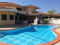 Clean, very well equipped, beautiful pool. Everything needed for a family holiday.
