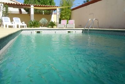 Large enclosed terrace with pool