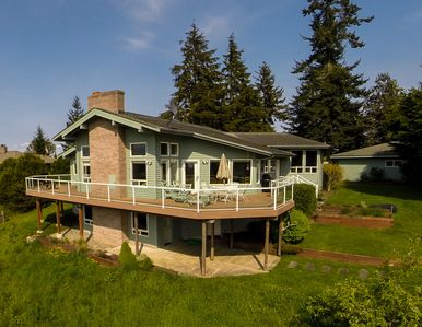 Photo for Family Vacation Home 25 minutes from Seattle Ferry