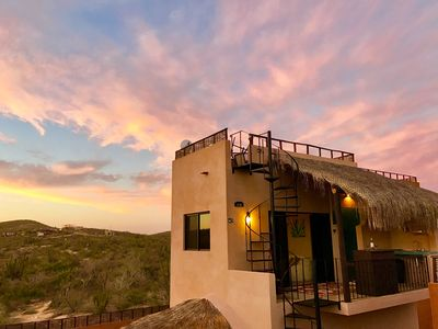 Upstairs studio with cute outdoor kitchen and rooftop deck.  Sunset views!