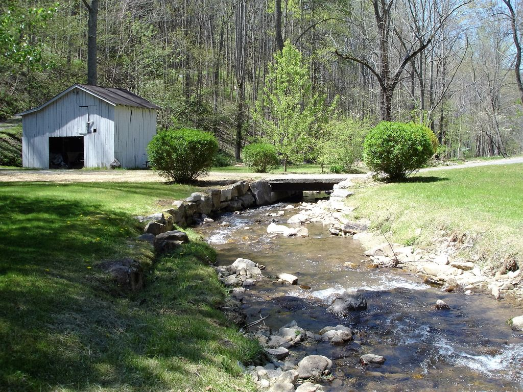 Located In The Heart Of The Blue Ridge Smoky Mountains