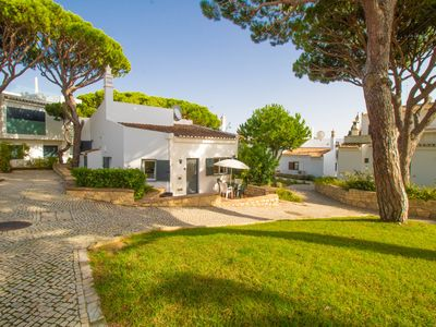 Photo for Idyllic villa just a short walk to the Vale do Lobo beach & Praca!!