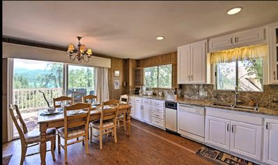Photo for PROFESSIONALLY DECORATED LAKESIDE/ VIEW HOME w🎱,💻, +🎿🏂 🚣🚲+ free 🎾🎣⚽️!