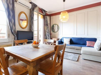 Photo for Calabria Classic apartment in Eixample Esquerra with WiFi, air conditioning, balcony & lift.