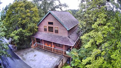 Perfect 4 bedroom/3 bath cabin located in the heart of Pigeon Forge!