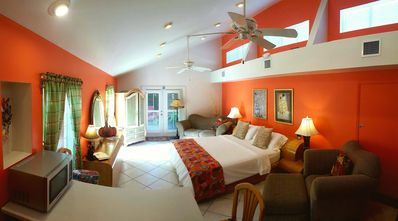Atlantis House's Master Suite... voted top 25 in USA - Steps from beaches