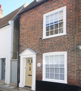 Photo for A wonderful 3 bedroom seaside retreat a stones throw from the seafront