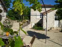 Excellent gite in beautiful spot. Walks/views from terraces. Good pool. Charming and helpful host.