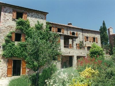 Photo for Vasciano - lovely old farmhouse, stunning views, Tuscany/Umbria border