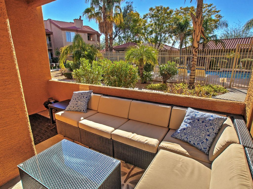Serene 2BR Phoenix Condo w/ Pool & Hot Tub Access