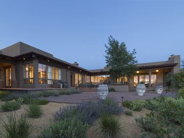 Desert Estate And Guest House