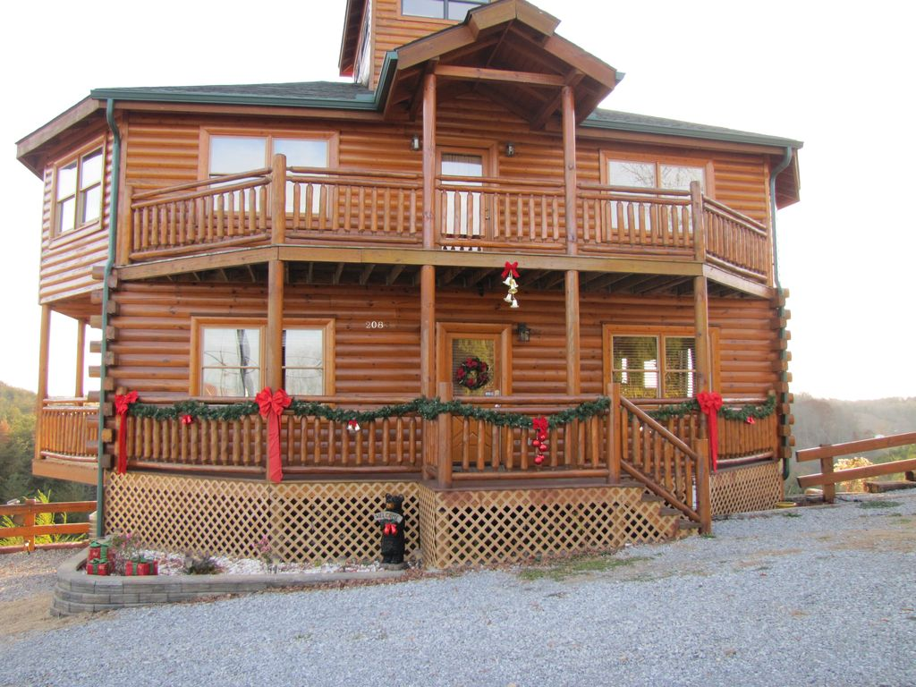 s downtown cabins reunions from on located one best cottages rentals smoky large gatlinburg group in is cabinsforyou mountain images pinterest than lodge mile family less aaron cabin a