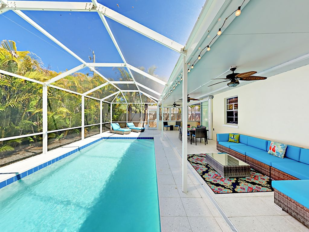 Indoor Outdoor  Living 3BR House  Screened Pool  Sunroom