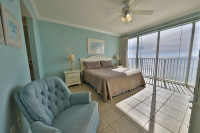 Master bedroom with a king size bed overlooking the Gulf!!
