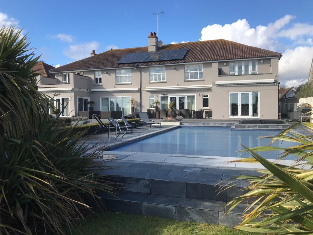7 Bedroom House In Middleton On Sea
