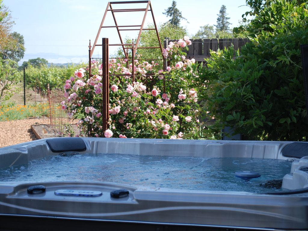 Vineyard House & Gardens, Bocce, Hot Tub, n... - VRBO