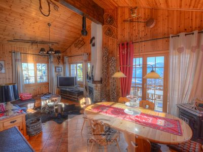 Photo for 4-room chalet 98 m2, near the centre of the station and just next to the cablecar. Partly renovated