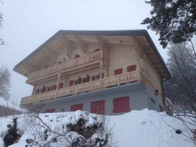 Photo for Chalet les Madriers This 3.5 piece apartment is one the upper level of the Chalet Les Madriers. It c