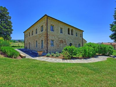 Photo for Beautiful apartment with pool, A/C, WIFI, TV, panoramic view and parking, close to San Gimignano