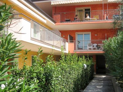 Photo for Apartment Residence Le Camelie (LAZ133) in Lazise - 6 persons, 2 bedrooms