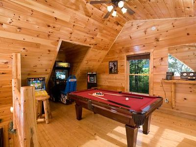 Honey Bear in Pigeon Forge #unforgettable 1BR w/ Gameroom, Heart Tub & Mountain Views!