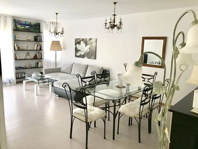 Photo for Elegant and very spacious apartment to welcome groups and families