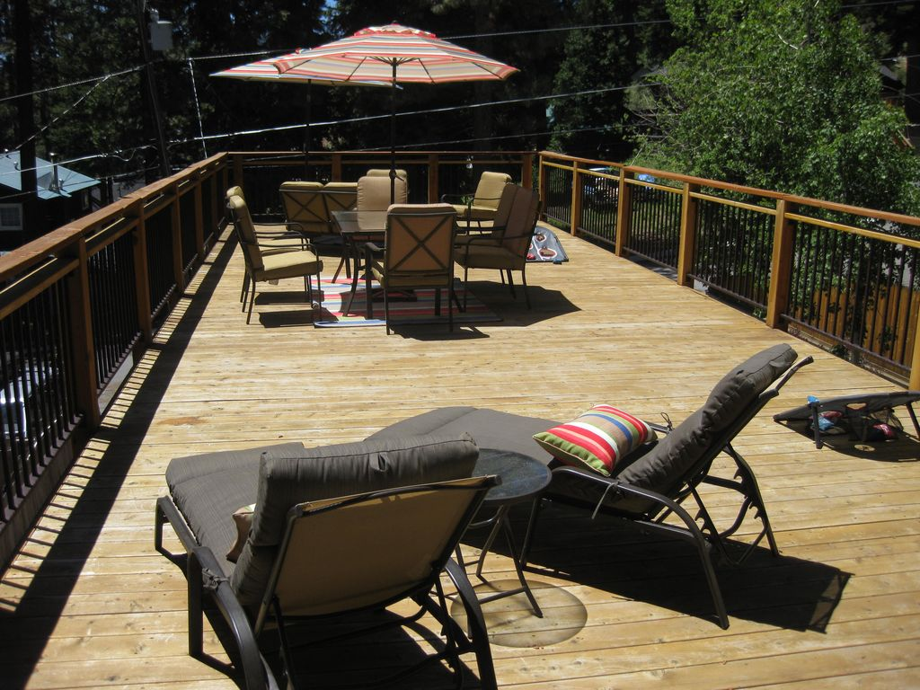 Perfect Location With Roof Deck Hot Tub 5 Minute Walk To