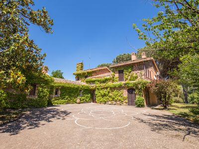 Photo for Rome, Luxury Villa, private pool, huge garden. Rome, luxury villa, swimming pool, park