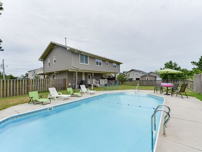 Photo for 4 bedroom 3 bath, pool, pet-friendly, less than a 5 minute walk to the beach!