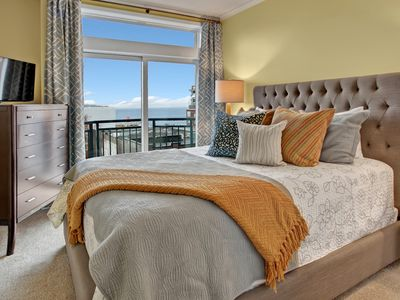 1 Bedroom Cosmopolitan Water View Oasis ★Near Pike Place★Open 6/18-20
