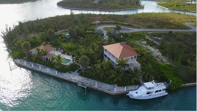 Photo for 3 bedroom/3.5 bath waterfront villa,  private pool and private 320 foot dock.