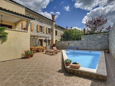Photo for This 3-bedroom villa for up to 8 guests is located in Svetvincenat/Svetvinčenat and has a private sw