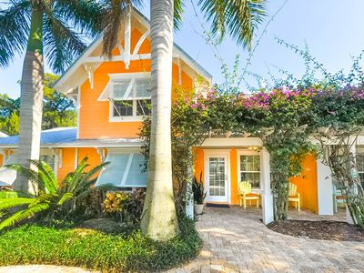 Fantastic retro styled duplex a block from white sandy beaches with private pool for each unit