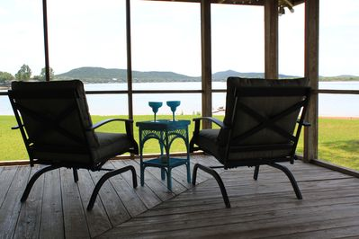 Sip your favorite drink and enjoy the lake and mountain views.