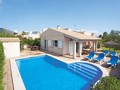 Photo for Modern spacious Villa near restaurants and the beach, w/pool and BBQ