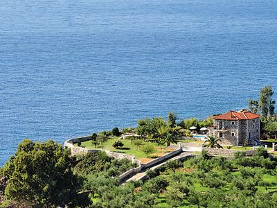 Photo for Open-plan villa with sea views, cool bedrooms + air con, short distance to town + beach