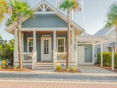 Beautiful Beach Home~Close to Beach ~ Private Balcony and Community Pool!