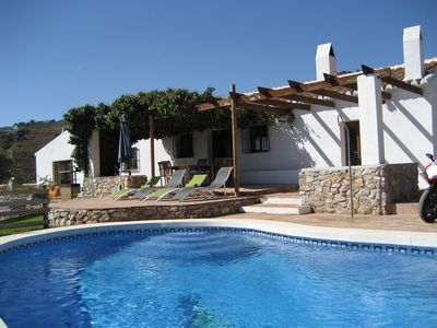Photo for 4 Bed villa & pool with fantastic views!!