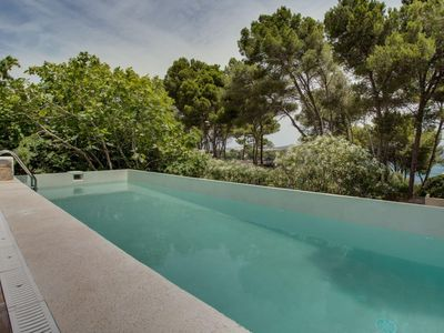 Photo for Mediterranean dreamhouse with seaview and pool