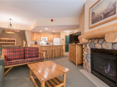 Photo for Spacious condo that sleeps 6, hot tub, steps from the lifts, free wifi, & parking.