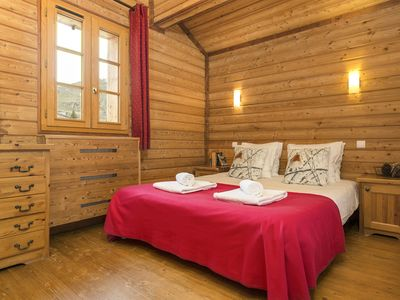 Photo for 5 bedroom Chalet, sleeps 12 with FREE WiFi