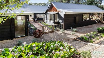 Photo for 5BR House Vacation Rental in Red Hill South, VIC