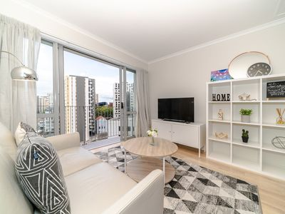 Photo for Warm & Cosy Two-Bedroom Apartment in CBD