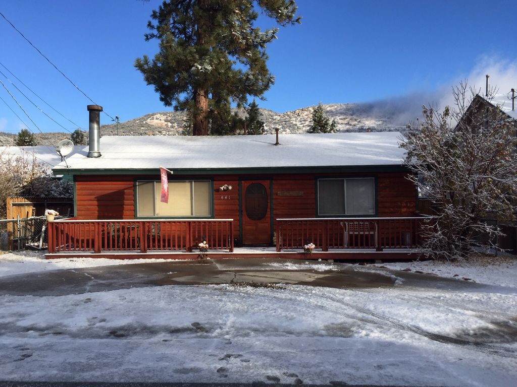 Big bear cabin getaway with spa jacuzzi vrbo for Big bear cabins with jacuzzi tubs