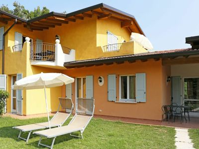 Photo for Lovely apartment for 5 people with pool, A/C, WIFI, TV, balcony, pets allowed and parking