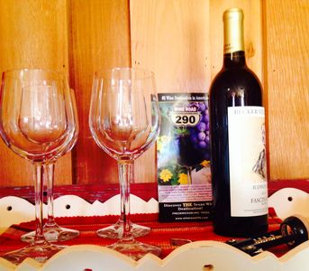 Complimentary bottle of local wine sleeps 4 private Hot Tub 3 mi. from FBG