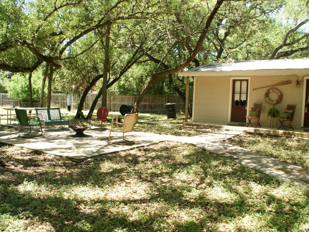 2 blks from guadalupe river river outfitters tube homeaway