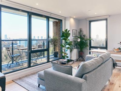 Photo for Beautiful 1 Bed w/Balcony on Regent's Canal