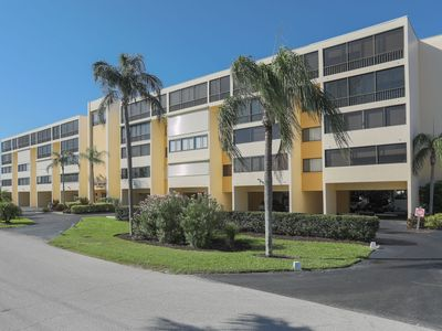 Photo for 3rd floor 2 bedroom 2 bath Lido Shores condo- walking distance to beach and St Armands!