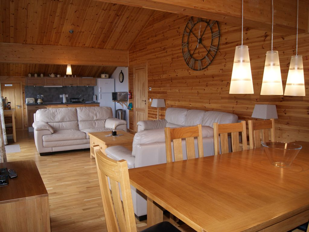 Penthouse chalet appartement, 8 couchages, Sky TV, internet et garage belle vue